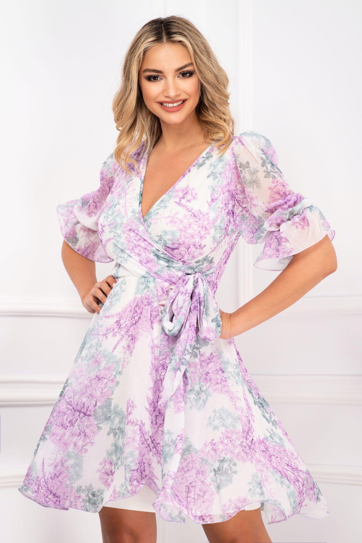 Rochie de vara in clos cu volane la maneci si flori lila de liliac