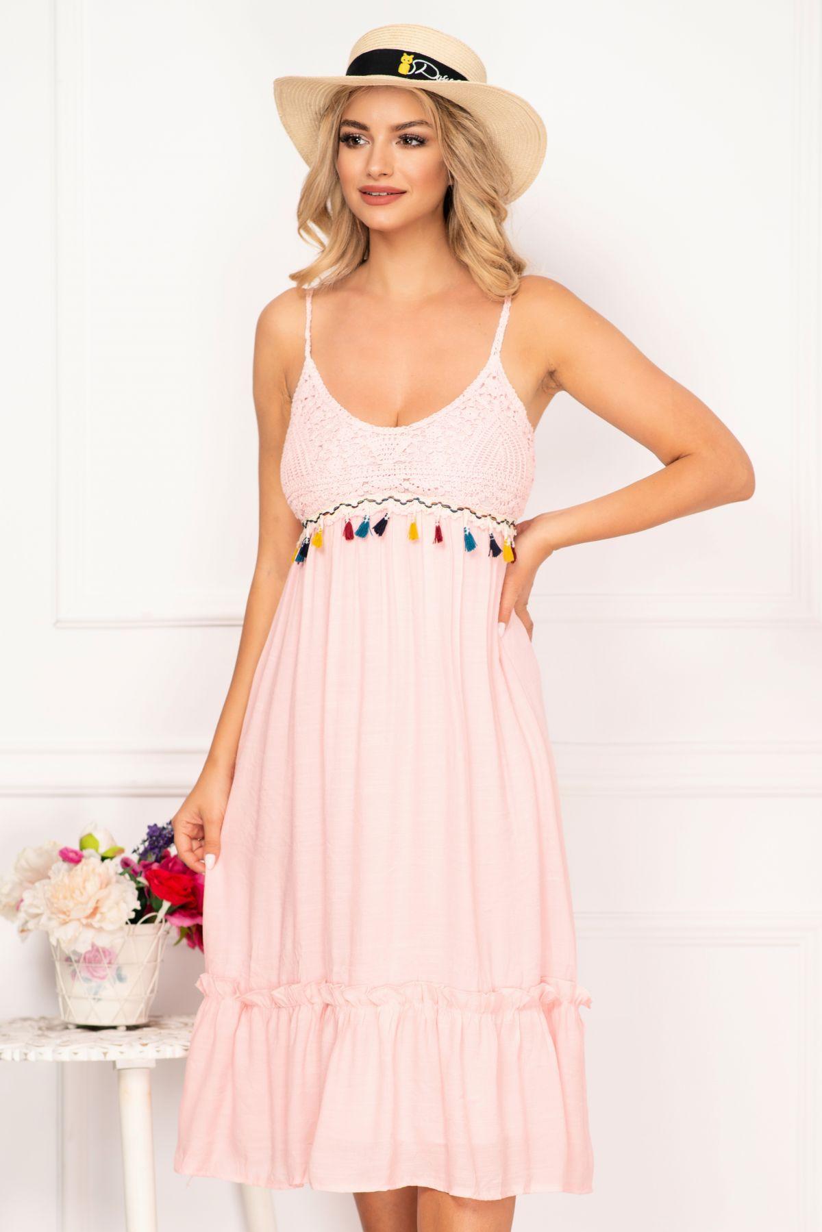 Rochie de plaja roz lejera cu broderie si ciucuri colorati