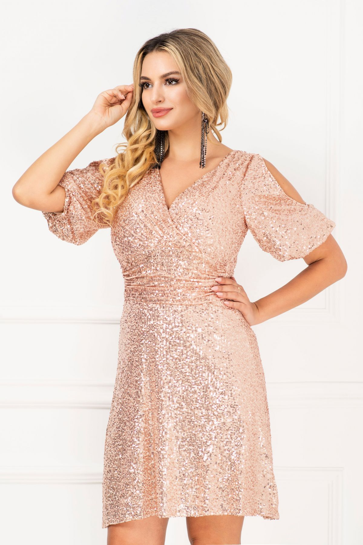 Rochie de seara eleganta in clos InPuff cu paiete aurii si maneca gogosar