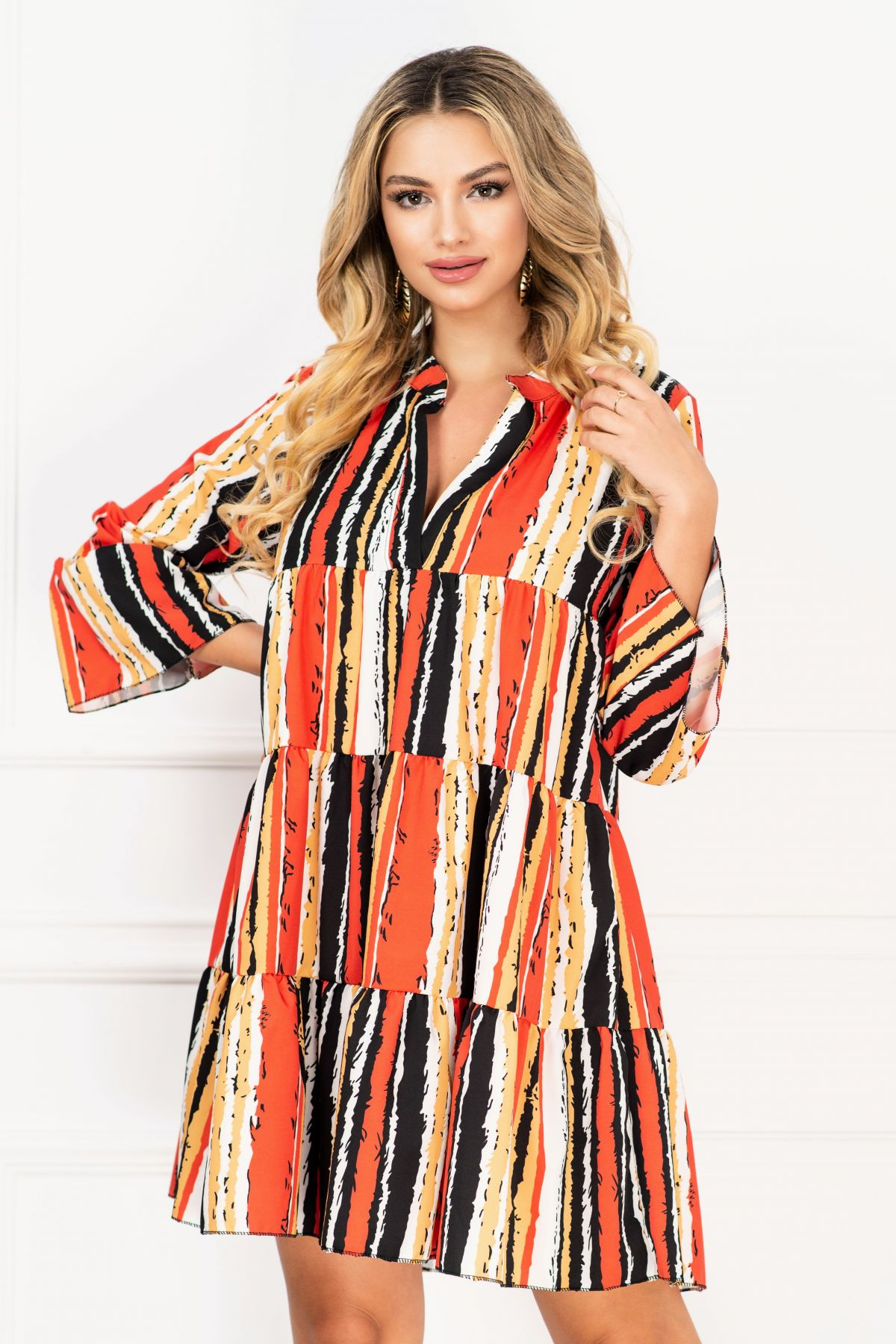 Rochie de vara vaporoasa cu imprimeu dungi colorate si volane