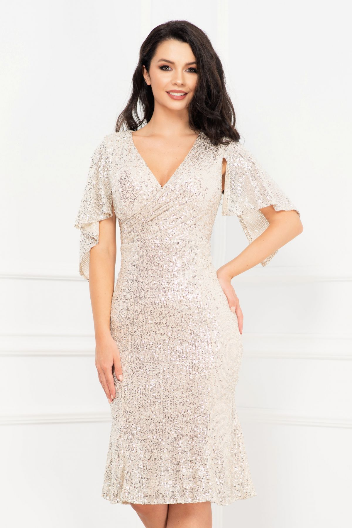 Rochie de seara argintie eleganta din paiete cu maneca tip liliac