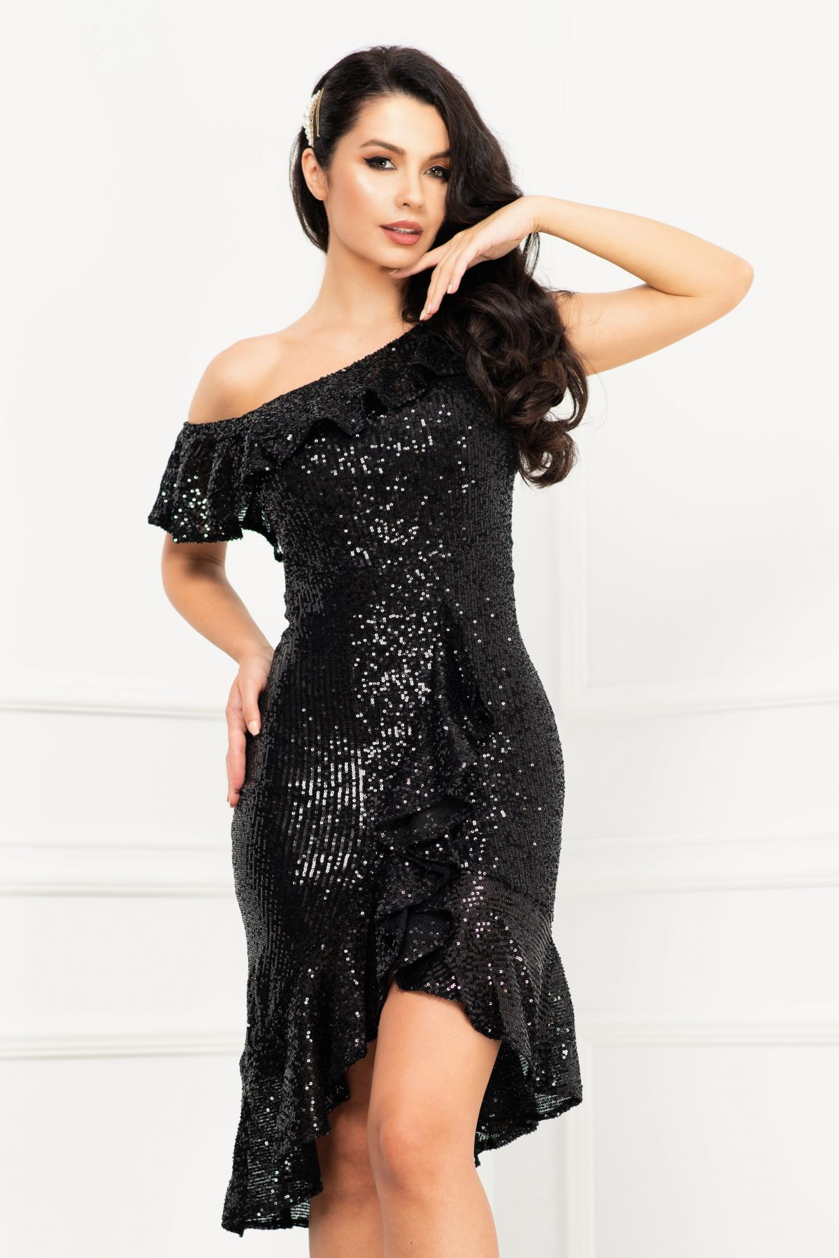 Rochie de seara eleganta neagra din paiete asimetrica cu volan amplu