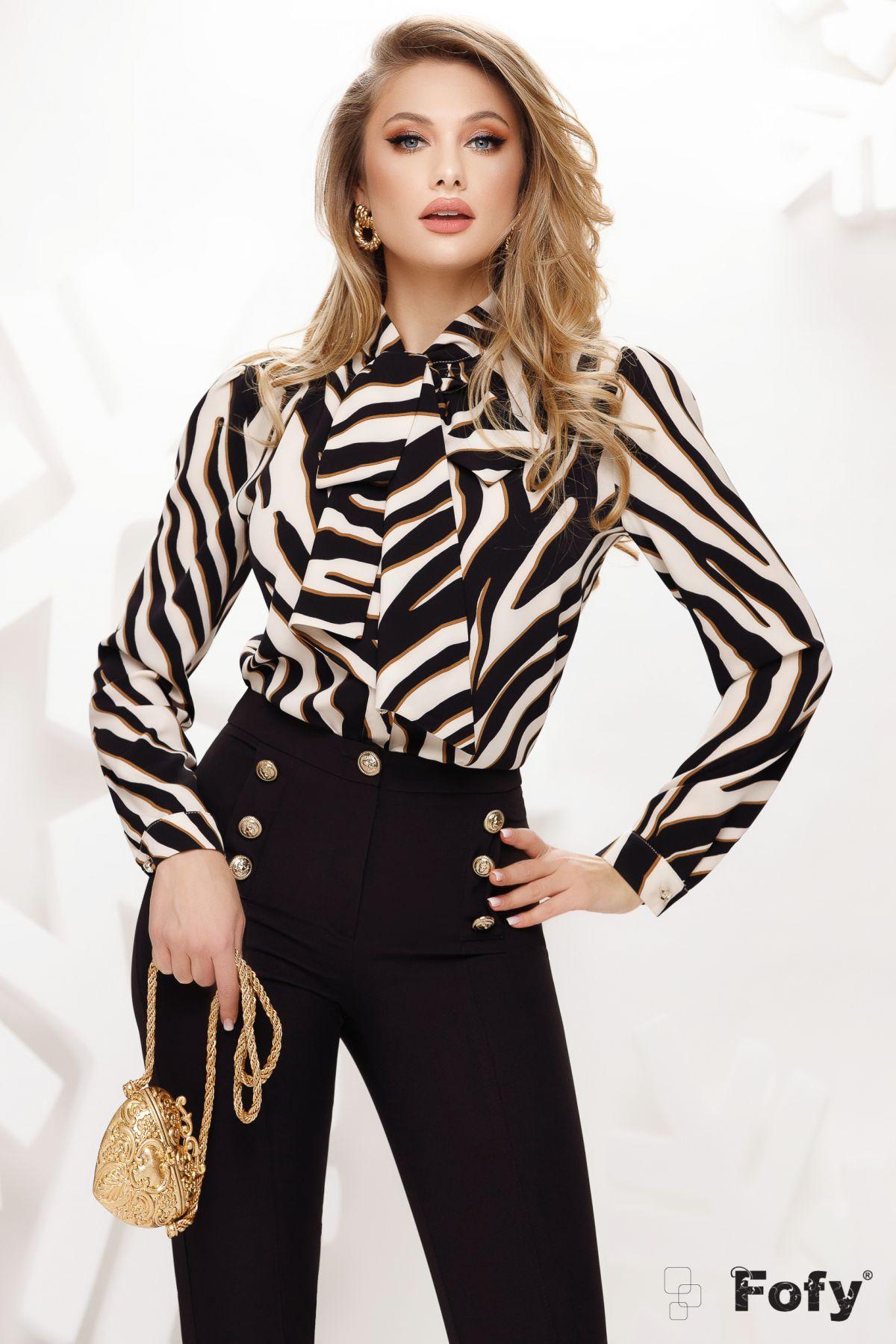 Bluza Fofy eleganta din voal cu imprimeu tigru si guler tip esarfa stilizata