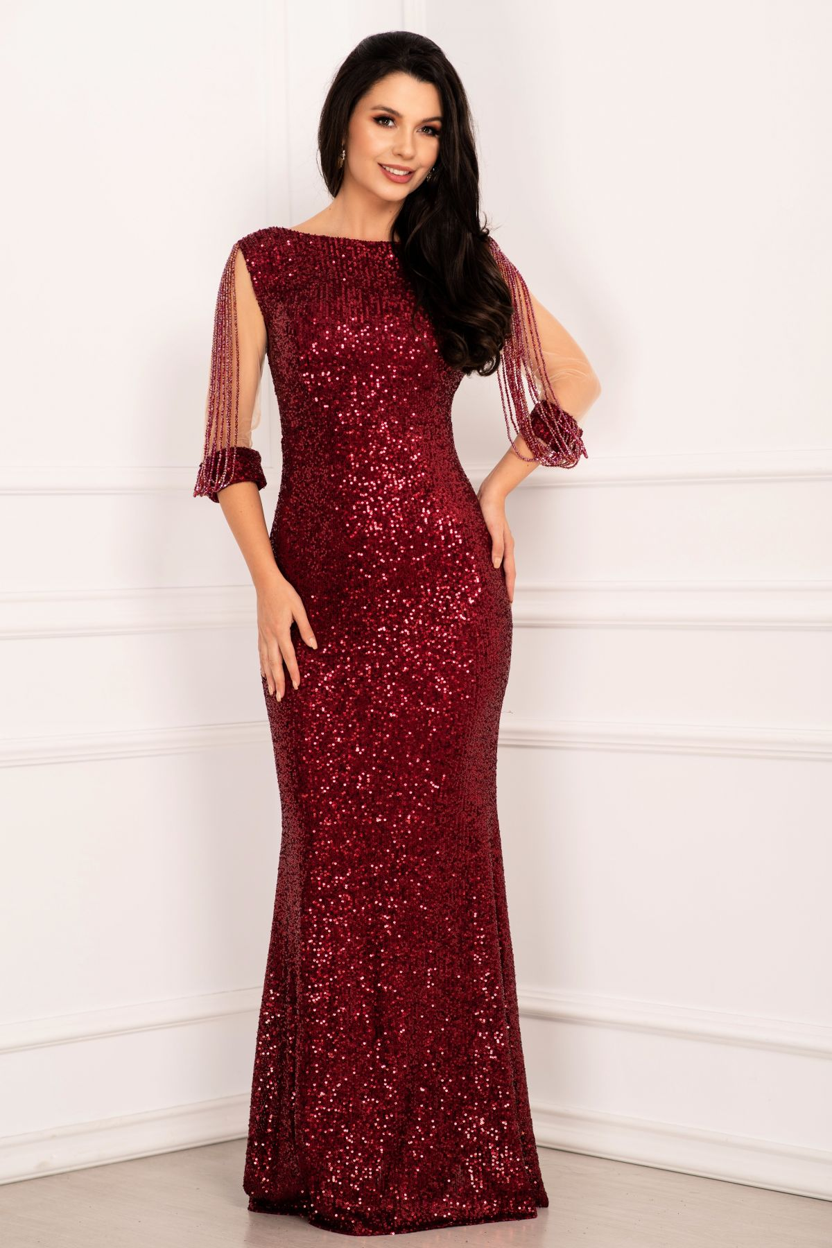 Rochie de seara eleganta din paiete tip sirena bordo cu margele pe maneci
