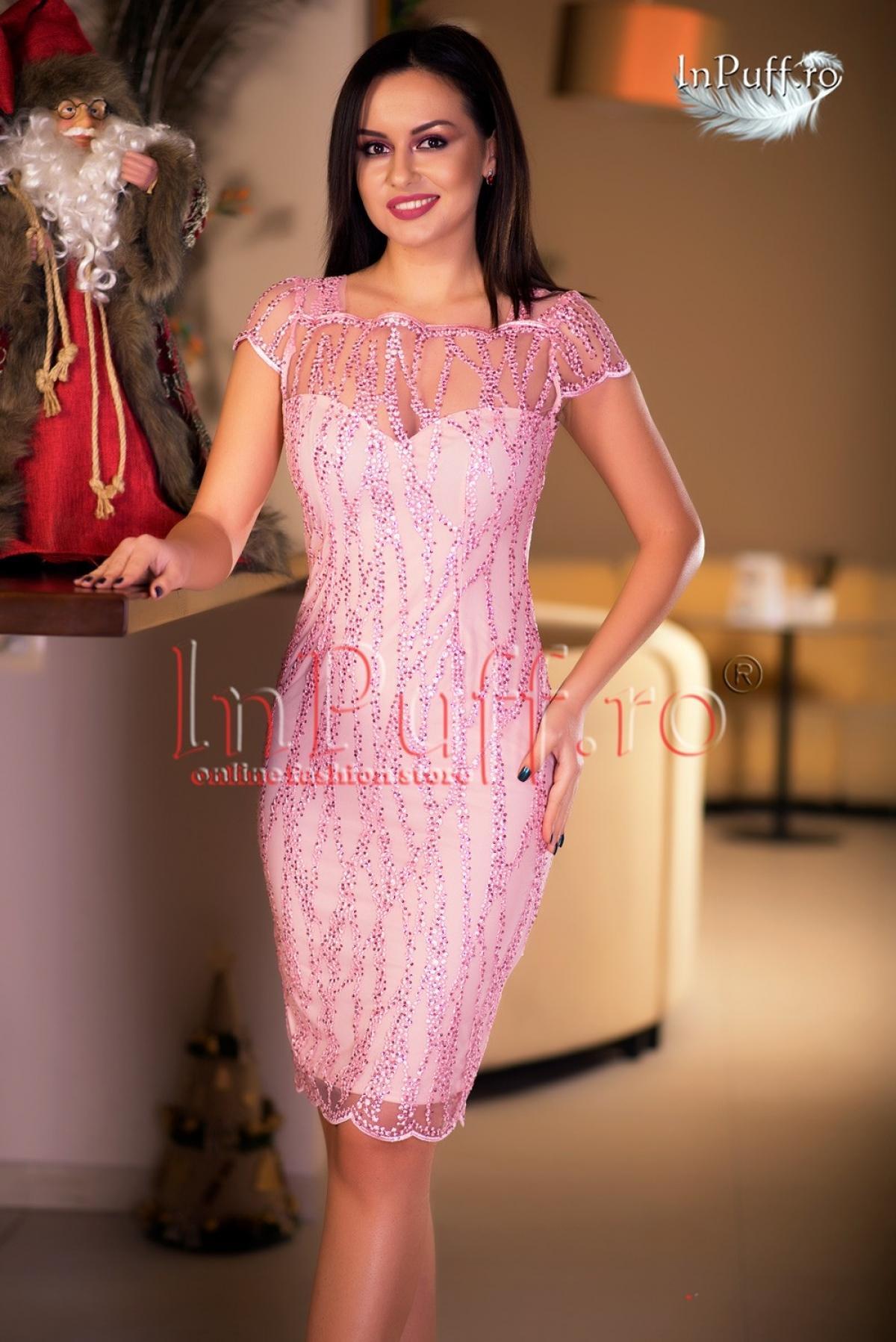 Rochie trei sferturi cu broderie si paiete roz