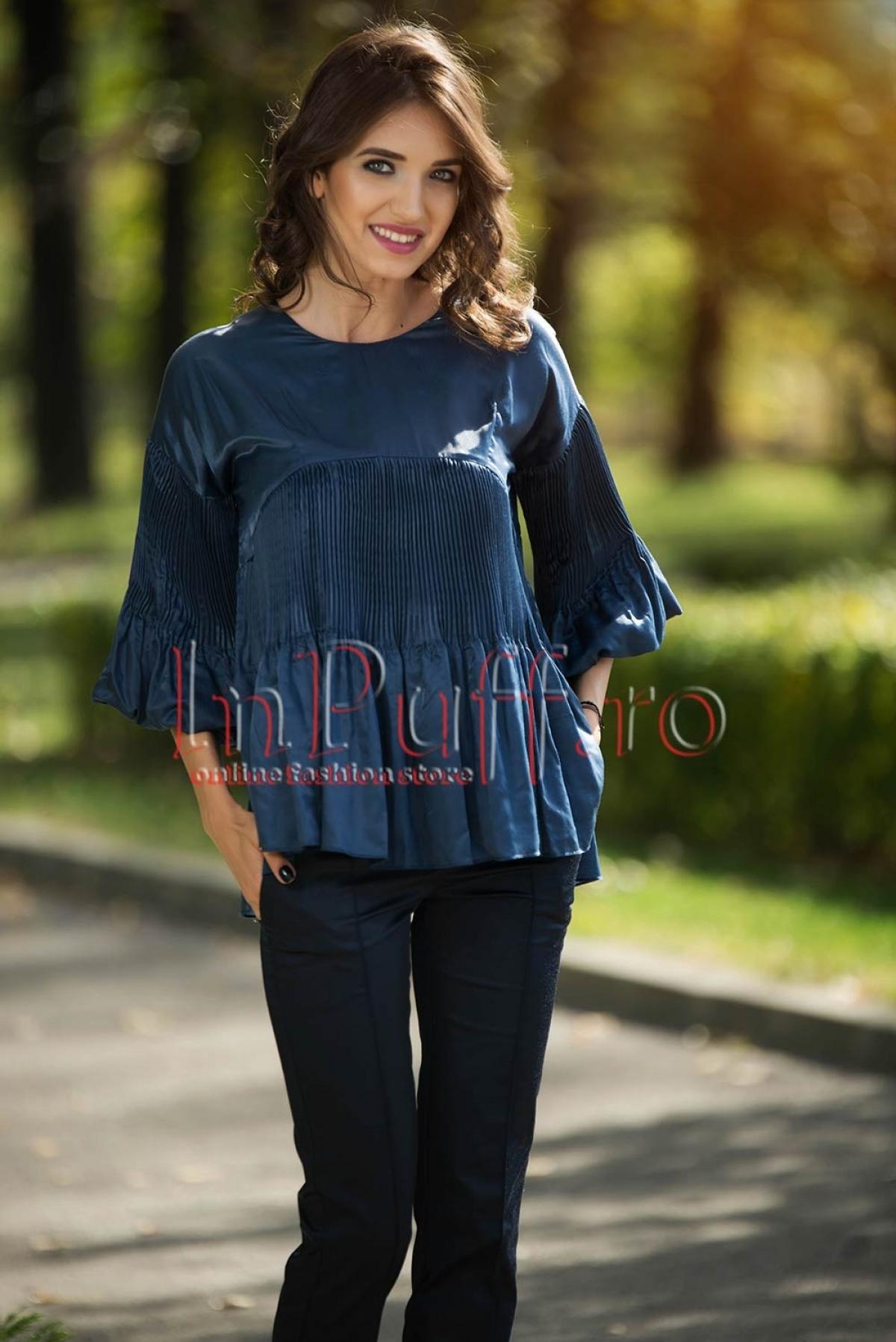 Bluza bleumarin cu aplicatii plisate
