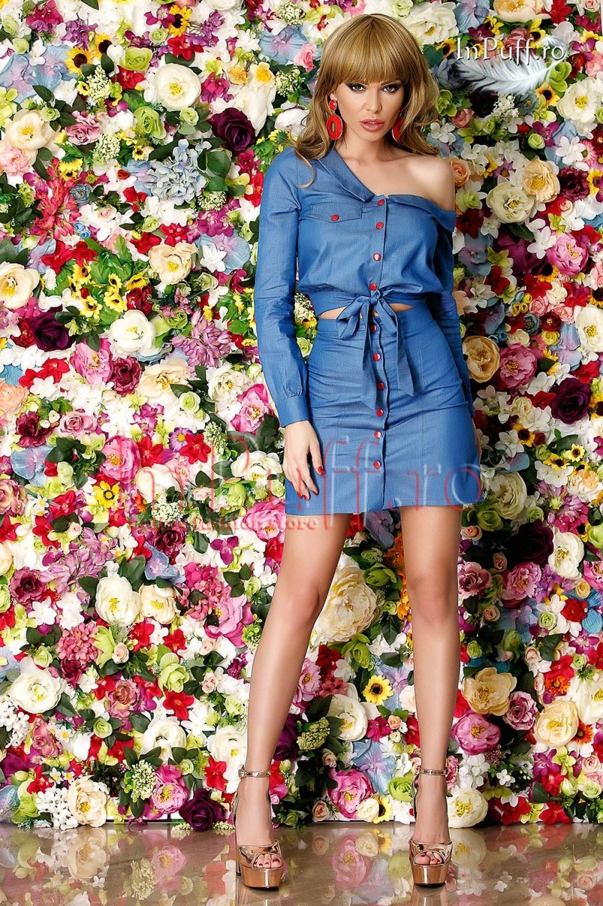 Camasa albastra scurta cu capse rosii