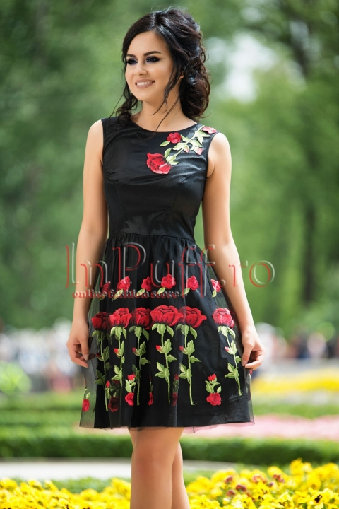 Rochie neagra cu broderie trandafiri rosii