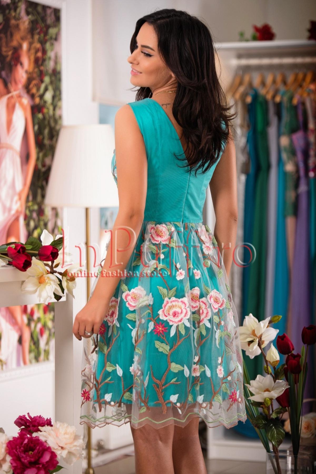 Rochie midi vernil cu flori brodate