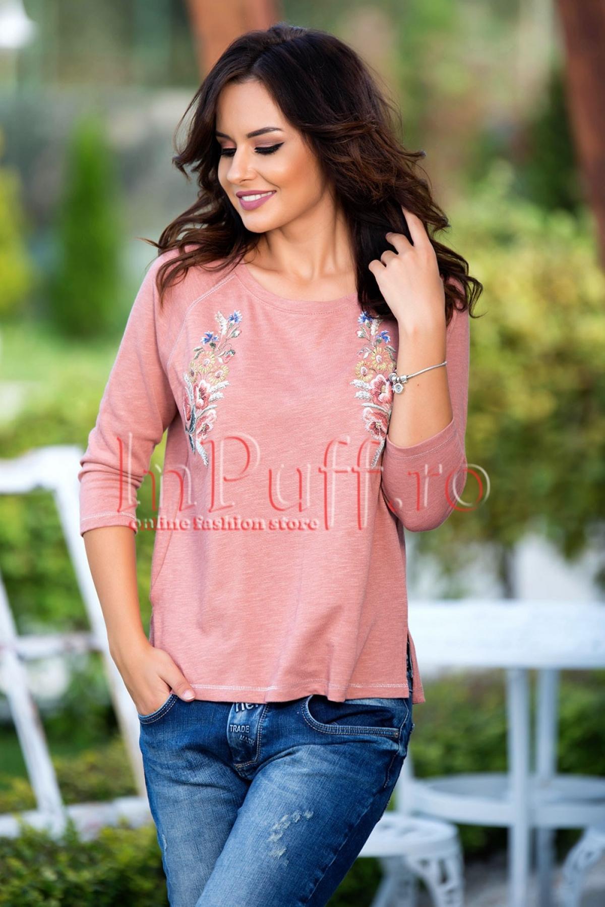 Bluza piersicuta cu imprimeu floral aplicat