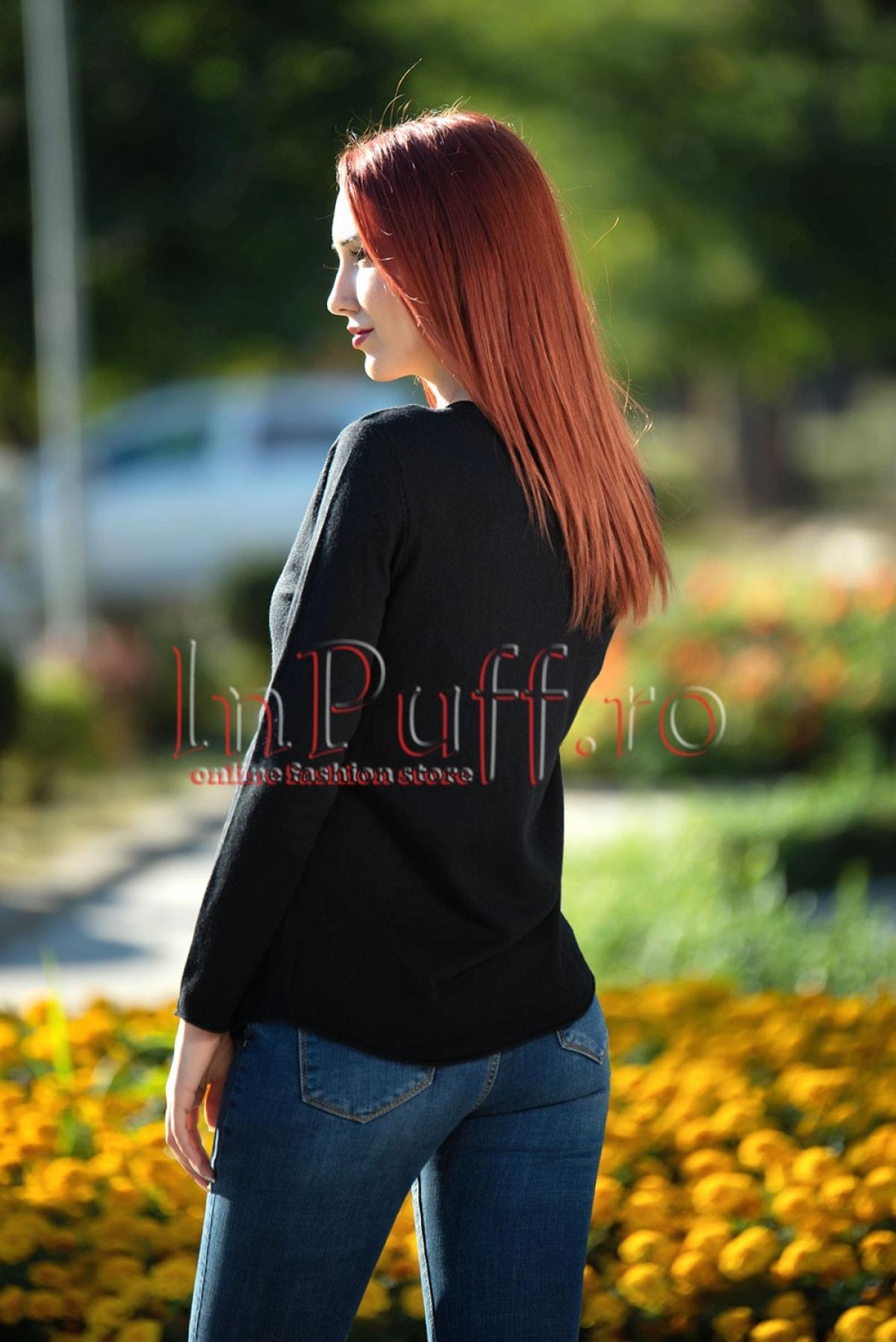 Bluza neagra pufoasa cu strasuri nerge