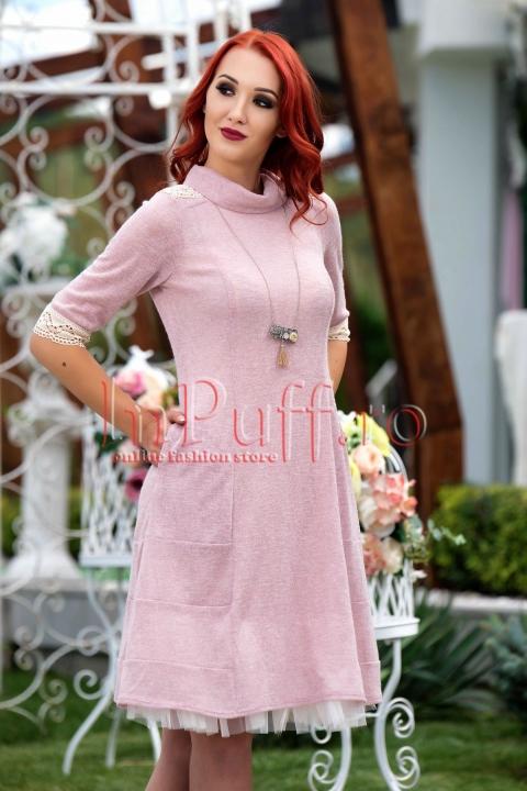 Rochie roz pal trei sferturi cu broderie ivoire si guler
