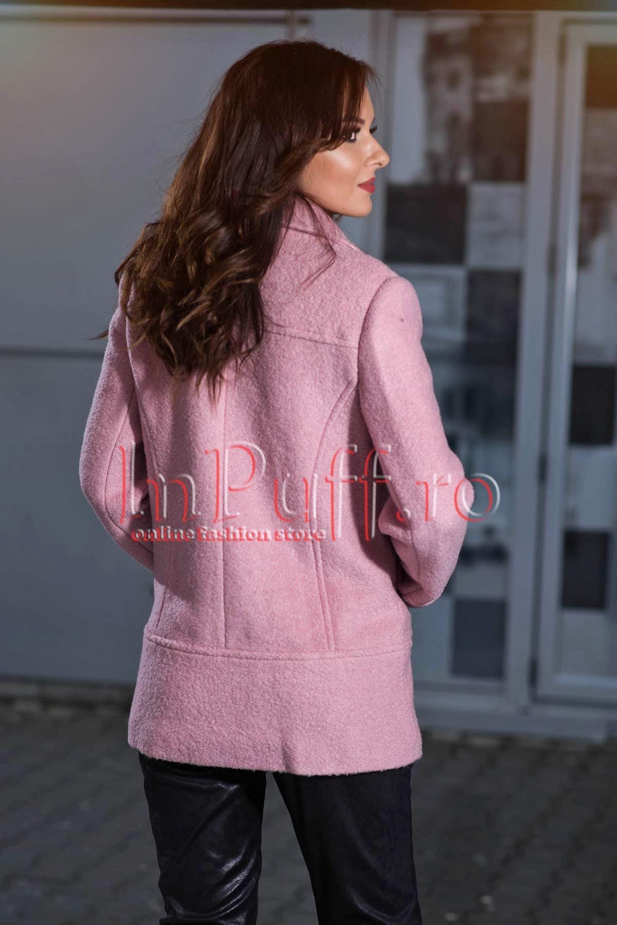 Palton roz pudra cu nasturi negri
