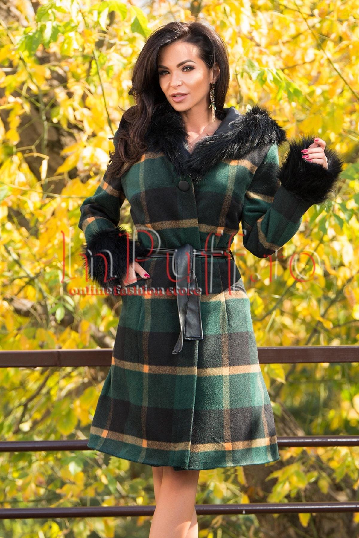 Palton din stofa groasa accesorizat cu blana neagra