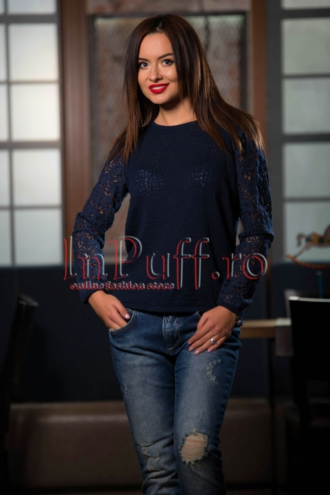 Bluza bleumarin din bumbac cu maneci din dantela