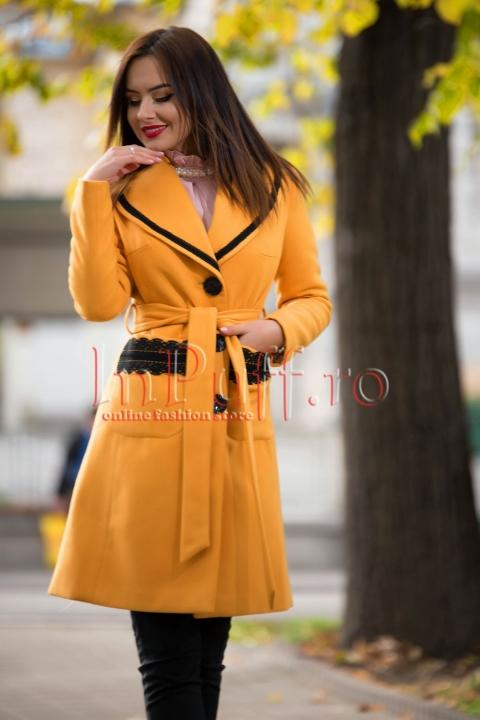 Palton elegant galben mustar cu detalii din broderie neagra